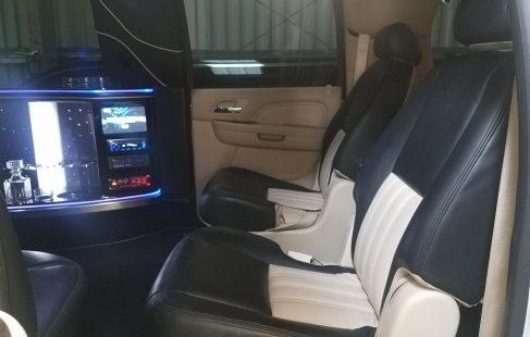 2007 pearl white 100-inch cadillac escalade door seating