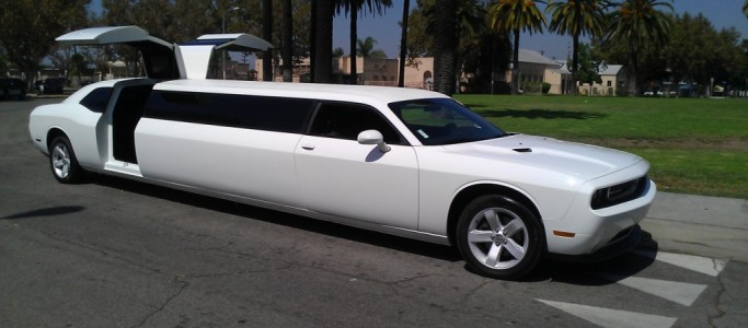 Dodge-Challenger-limousine
