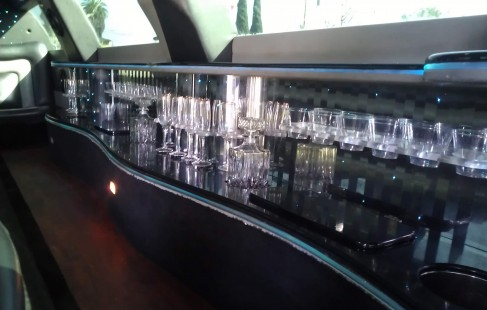 bar view lincoln town car limo