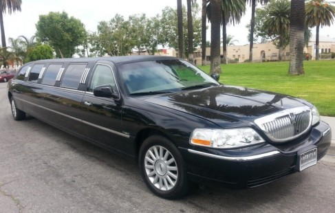 black 140-inch lincoln limo