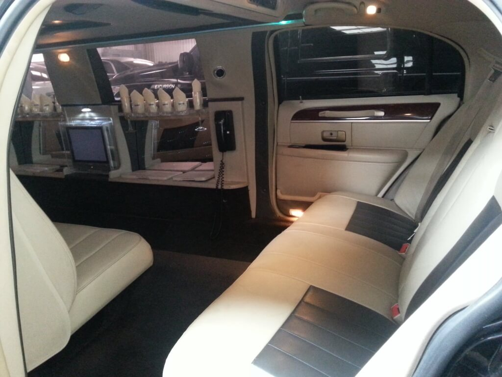 Black 140 Inch Lincoln Town Car Limo