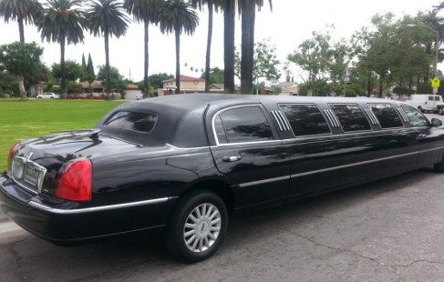 black 140-inch lincoln limo right side