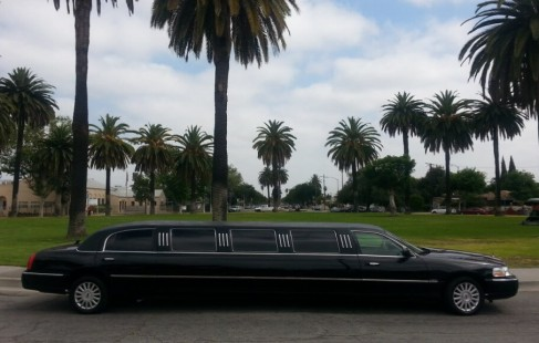 black 140-inch lincoln town car limo