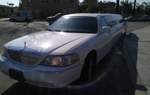 front left white lincoln town car