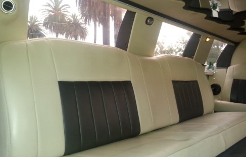 seating black 140-inch lincoln limo