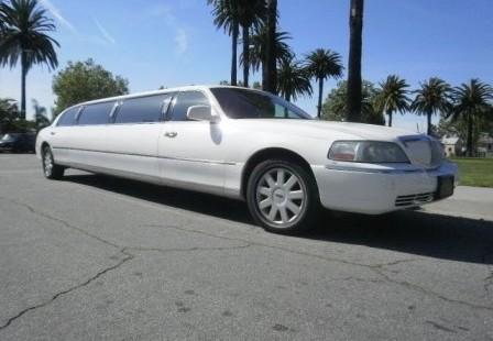white lincoln town car limousine