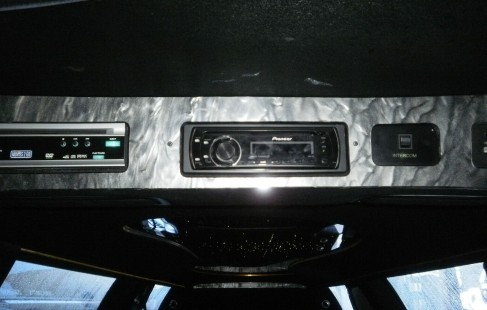 2003 black 120-inch lincoln town car limousine control panel