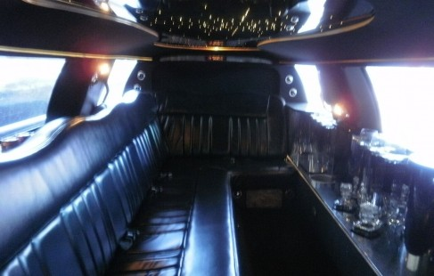 2003 black 120-inch lincoln town car limousine interior ceiling