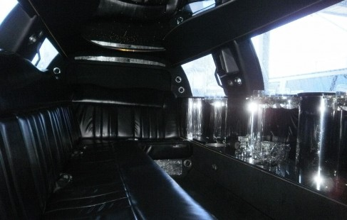 2003 black 120-inch lincoln town car limousine j-seating