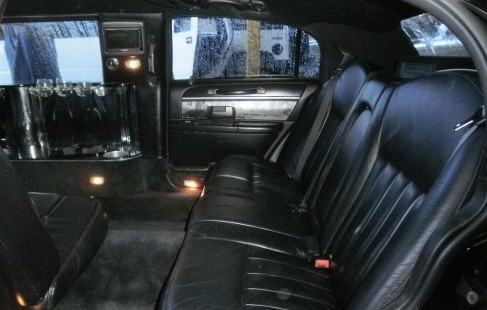 2003 black 120-inch lincoln town car limousine rear bench seat
