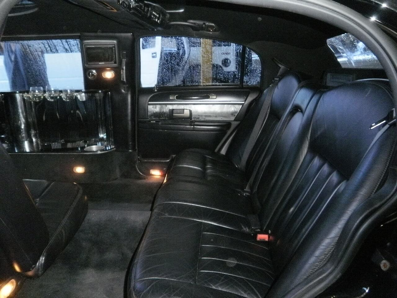 black 120 inch lincoln town car limousine 1087. Black Bedroom Furniture Sets. Home Design Ideas