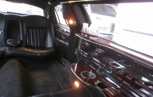 2004 lincoln town car limousine white 70-inch #673 interior