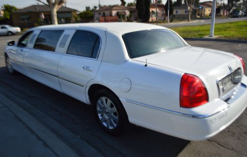 2004 lincoln town car limousine white 70-inch #673 left side