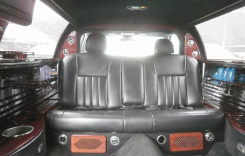 2004 lincoln town car limousine white 70-inch front bench seating