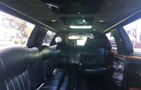 2004 white 120-inch lincoln towncar limousine for sale j-seating