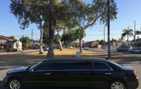 70-inch chrysler 300 limousine #672 left side