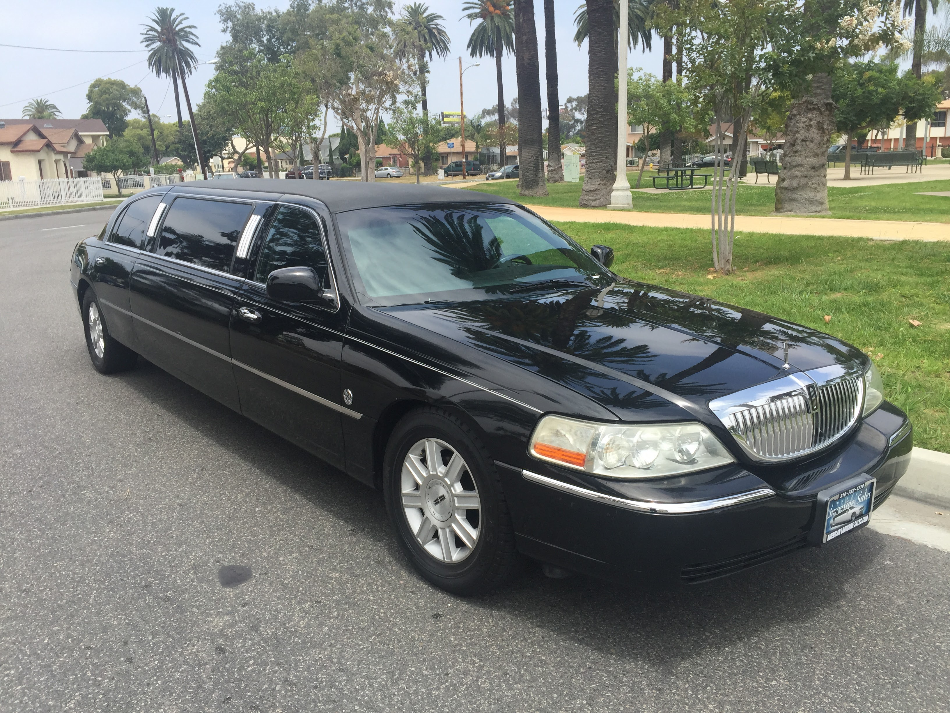 Black 72 Inch Lincoln Town Car Limousine For Sale 7235