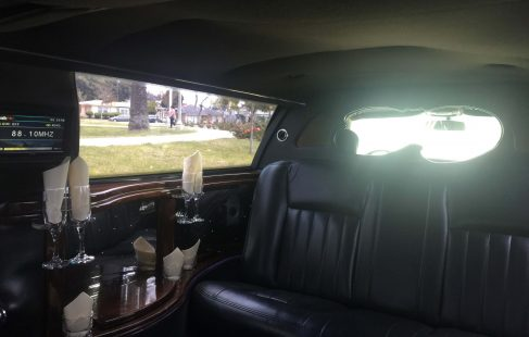 2007 black 72-inch lincoln town car limousine left side bar