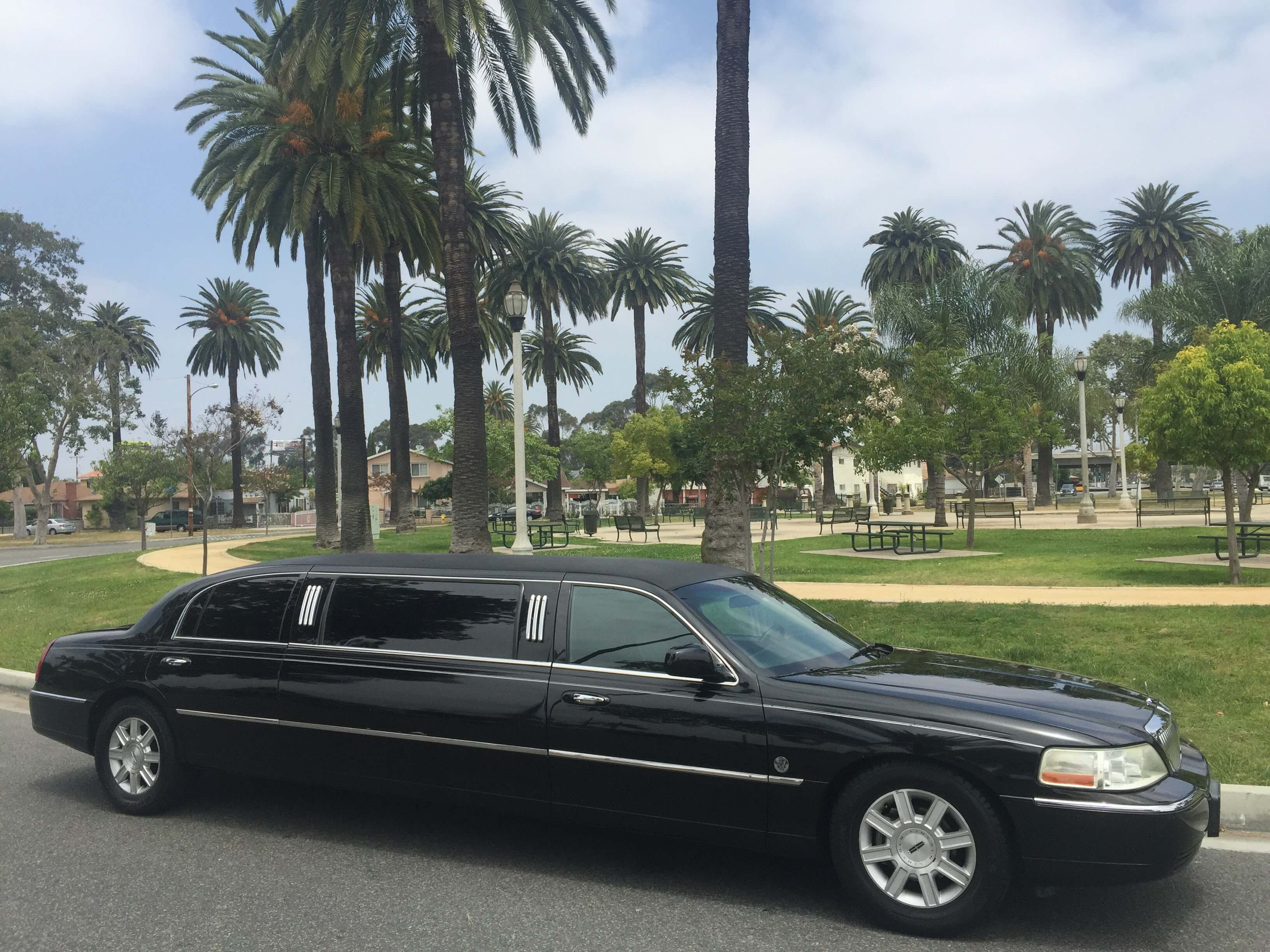 Black 72 Inch Lincoln Town Car Limousine For 7235