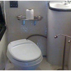 party-bus-bathroom