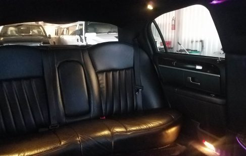 2007 black 70-inch lincoln town car rear bench seating