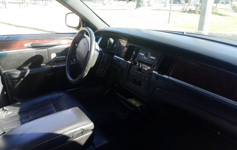 2008 black 120-inch lincoln town car limo drivers compartment