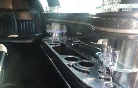 2008 black 120-inch lincoln town car limousine bar