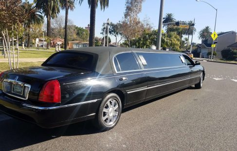 2008 black 120-inch lincoln town car limousine for sale