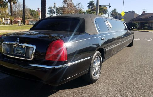 2008 black 120-inch lincoln town car limousine right rear
