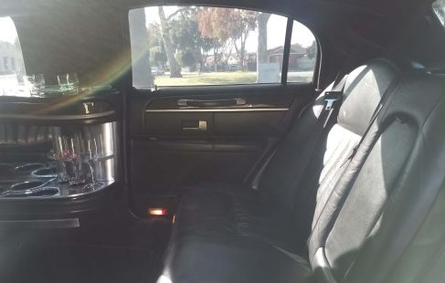 2008 black 120-inch lincoln town car rear bench seat right