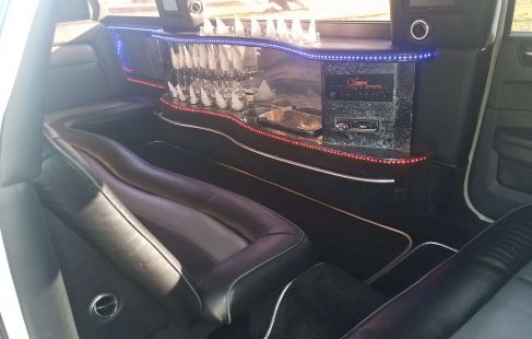 2008 cool vanilla 140-inch chrysler 300 limo j-seating with bar