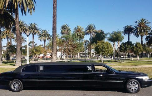 black 120-inch lincoln town car limousine for sale 10899