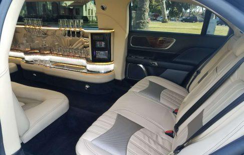 2017 black 140-inch lincoln continental left rear inside door