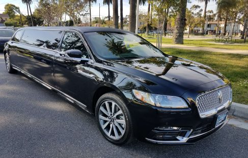 2017 black 140-inch lincoln continental limousine right front