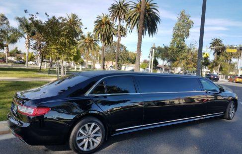2017 black 140-inch lincoln continental limousine right rear