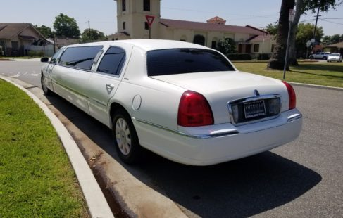 2005 White 120-inch Lincoln towncar limousine for sale #1064